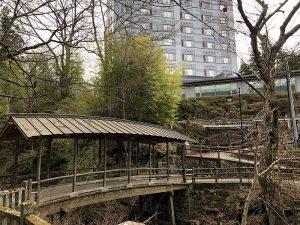 先日訪れた鹿教湯温泉の名所、屋根のある橋